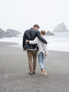 Adorable beach engagement session style: http://www.stylemepretty.com/little-black-book-blog/2016/03/07/casual-california-beach-engagement-session/ | Photography: Lucy Cuneo - http://www.lucycuneophotography.com/