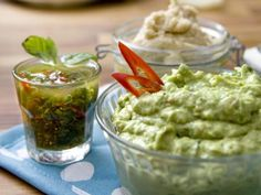 Recept på krämig bönröra. Denna läckra, matiga sås passar perfekt till tacos eller wraps. Du kan använda vilka förkokade bönor som helst.