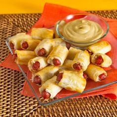 Coney Island Mini Hotdogs - 48 pieces per tray Gourmet Appetizers, Chicken Appetizers, Appetizers For Party, Mini Hot Dogs, Pecan Chicken, Cashew Chicken, Chicken Spring Rolls, New Years Eve Food, Pork Ham