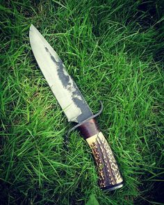Image Cool Knives, Knives And Swords, Knives And Tools, Damascus Knife, Damascus Steel, Bushcraft Gear, Handmade Knives, Fixed Blade Knife, Tactical Knives