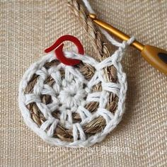 Crochet rope basket tutorial- going to tweak this to make a rug with cotton yarn. - Crochet Clothing and Accessories Crochet Diy, Crochet Basics, Crochet Crafts, Yarn Crafts, Crochet Projects, Crochet Cotton Yarn, Crochet Tutorials, Crochet Round, Rope Rug