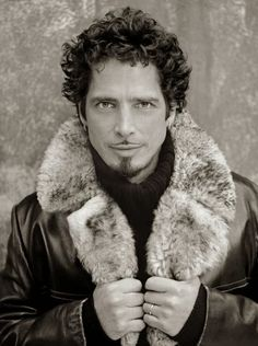 Chris Cornell *fainting* It is sinful to be this gorgeous!
