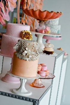 Vintage cake stands & peach & pink cakes
