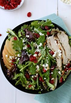 Chicken, apple, cranberry and goat cheese salad. The perfect healthy seasonal salad! Such a good meal after those big Christmas dinners! Clean Recipes, Paleo Recipes, Cooking Recipes, Healthy Cooking, Healthy Snacks, Healthy Eating, Sandwiches, Good Food, Yummy Food