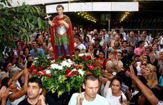 JPEG - 85.9ko - Au nom de Saint-Expédit - Il fait l'objet d'une ferveur populaire en Amérique Latine. Pourtant, le Pape Pie XI aurait rayé son nom du martyrologe en 1905. A #LaReunion, le culte de #SaintExpedit — dont l'existence même a été l'objet de controverses et de légendes — est une pratique populaire bien ancrée : en 20 ans (entre 1977 et 1998), les oratoires ont ainsi été multipliés par quatre. #LaReunion