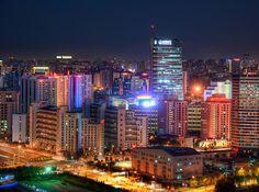 """DAILY PHOTO - LITTLE BEIJING Mientras que en la parte superior de una de las nuevas torres construidas para los Juegos Olímpicos, que era capaz de conseguir una buena vista hacia diferentes puntos de la ciudad. Beijing está tan extendido - no parece ser un tema central en el sentido de """"rascacielos"""" tradicional. Me he tomado unas cuantas fotos del centro se puede recordar (haga clic en la categoría de """"Beijing""""), pero este lugar era una especie de fresco y único, porque de esta torre era…"""