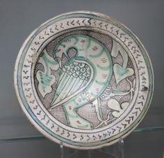Dish with bird, in Islamic-derived style, Orvieto, ca.1270-1330