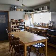 Kitchen Shoes, Kitchen Pantry, Kitchen Storage, Kitchen Dining, Chicago Apartment, Shabby Chic Kitchen, Japanese House, Kitchen Styling, House Rooms