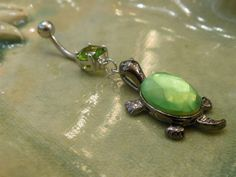 Belly Button Ring- Green Turtle :) OMG this alone makes me want to repierce mine! Cute Belly Rings, Cute Rings, Belly Button Rings, Bellybutton Piercings, Cool Piercings, Body Piercing, Turtle Jewelry, Green Turtle, Body Jewelry