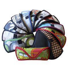 Fundas para gafas de sol de hule estampado. Forradas. Acolchadas para llevar protegidas las gafas. Cierre con velcro. Impermeable. Fácil de limpiar. Muy prácticas y cómodas. 19x8x3 cm. Elige estampado a tu gusto www.arethaju.com #funda, #fundagafas, #gafasdesol, #fundagafasdesol, #arethaju, #handmade, #diseñosexclusivos, #estuche, #estuchegafas, #hule,