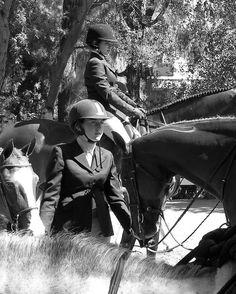 photo by Sada Crawford https://flic.kr/p/42GSMW | holding horses 2