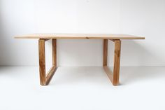 FRENCH OAK DINING TABLE https://www.galerie44.com/collection/mobilier/table-6-personnes-chene-massif-details
