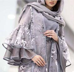 Pakistani Dresses Casual, Indian Fashion Dresses, Pakistani Dress Design, Indian Designer Outfits, Abaya Fashion, Muslim Fashion, Fashion Outfits, Fashion Drug, Fashion Blogs