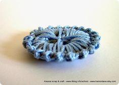 buttons, crochet, here's another pattern Crochet Buttons, Diy Buttons, Crochet Stitches, Crochet Hooks, Crochet Patterns, Love Crochet, Beautiful Crochet, Knit Crochet, Passementerie