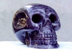 Il \\teschio di ametista\\. Fu scoperto nel 1915 in un deposito clandestino di reperti maya in Messico.