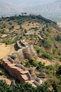 The walls of Kumbalgarh Fortress in Rajasthan, India (by strudelt). Is just 82 kms from Udaipur, Rajasthan. The wall is 32 kms long and is second largest wall in the world.