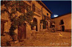 Espectacular foto nocturna de uno de esos curioses rincones que suelen pasar desapercibidos, la Plaza de la Sartén