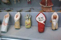 Дорогие мои,поздравляю вас с наступающим Новым Годом!!! По-этому поводу сегодня мой отчет о выставке почти полностью посвящен части выставки,которая мне понравилась больше всего-это винтажные новогодние игрушки из частных коллекций. влюбилась в эти чайнички,после выставки нашла и купила такой…