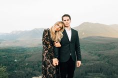 Inspiration at Rattlesnake Ridge - Green Wedding Shoes - Glam PNW Engagement -Glam Engagement Inspiration at Rattlesnake Ridge - Green Wedding Shoes - Glam PNW Engagement - images are taken by Jordan Voth (one of our engagement s Formal Engagement Photos, Engagement Outfits, Engagement Couple, Engagement Pictures, Engagement Shoots, Mountain Engagement Photos, Country Engagement, Shooting Couple, Couple Posing