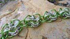 Bracciale Verde Chainmaille di SbarluccicosoShop su Etsy, €12,00