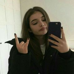 Cute nails simple makeup and hairstyle - ChicLadies. Bad Girl Aesthetic, Aesthetic Grunge, Aesthetic Women, Aesthetic Outfit, Aesthetic Clothes, Tumblr Photography, Photography Poses, Icon Girl, Tumbrl Girls