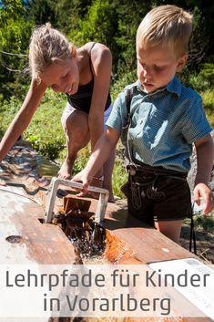 Beim Wandern so ganz nebenbei lernen? Das funktioniert auf zahlreichen Lehrpfaden in ganz Vorarlberg. So werden Wanderungen mit Kindern unterhaltsam. Unsere Top-Tipps. #familie #familiy #wandern #hiking #lernen #visitvorarlberg #myvorarlberg Members Of The Family, Kids Learning, Skiing, Hiking