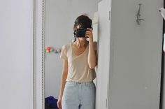 love the highwaisted jeans effortless look