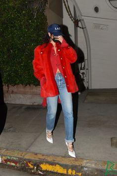 Rihanna And Drake, Rihanna Riri, Rihanna Style, Only Girl, Fashion Details, Business Women, Santa Monica, Style Icons, Rain Jacket