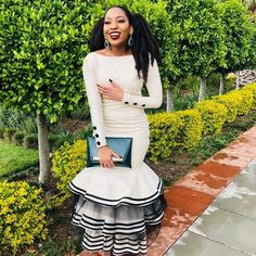 Fashion Africa Beste Xhosa Traditionelle Kleider Designs Tips for Selecting Prom Dresses and Having Latest African Fashion Dresses, African Print Dresses, African Print Fashion, Africa Fashion, African Dress, African Prints, Ankara Fashion, African Fabric, Latest Fashion