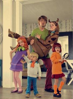 Make your Halloween psecial with matching Halloween costume for your entire family. Here are the best Family Halloween Costume ideas for 2019 Disney Family Costumes, Sibling Halloween Costumes, Cute Costumes, Halloween Outfits, Halloween Kids, Halloween Party, Group Costumes, Zombie Costumes, Scooby Doo Halloween Costumes