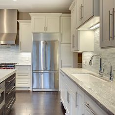 White Shaker cabinets with traditional crown molding