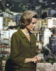 Princess Grace Kelly of Monaco is wearing a suit by Balenciaga.Monaco,May 1962.