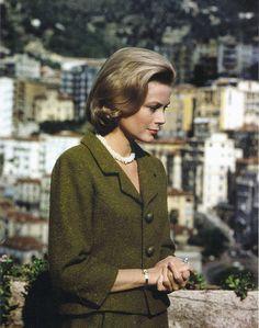 Princess Grace Kelly of Monaco is wearing a suit by Balenciaga.Monaco,May 1962.