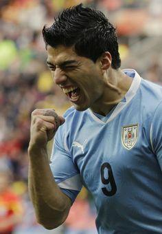Drama uruguaio: @Vitomir Pasalic é operado no joelho perto da Copa http://glo.bo/1kspj8K pic.twitter.com/Y7EzqBNIHr