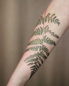 59 Ideas Travel Tattoo Sleeve Flower For 2019 Botanisches Tattoo, Hanya Tattoo, Glyph Tattoo, Floral Arm Tattoo, Flower Tattoos, Half Sleeve Tattoos Designs, Tattoo Designs, Tattoo Ideas, Birthdate Tattoo