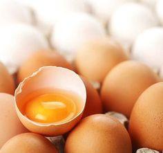 Yüksek protein içeren yumurta akının cildi sıkılaştırma, gözenekleri küçültme ve fazla yağı alma, yağ biriken gözenekleri temizleme gibi birçok faydas...