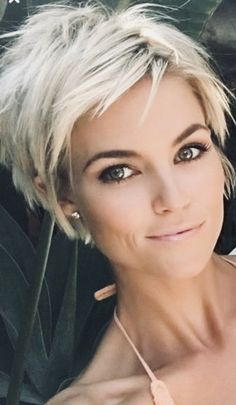 11 Amazing Short Pixie Haircuts that Will Look Great on Everyone 2019 - Short choppy hair - Hairstyles Short Pixie Haircuts, Short Hairstyles For Women, Cool Hairstyles, Hairstyle Ideas, Short Choppy Hairstyles, Hairstyles 2018, Hair Ideas, Long Hairstyle, Sharon Stone Hairstyles