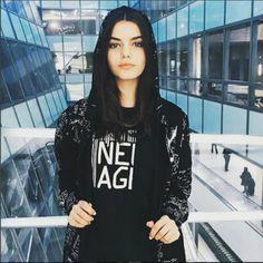 Sonia Ben Ammar, 19 anni, è un'altra delle protagoniste della sfilata Dolce & Gabbana Autunno Inverno 2017 – 18.