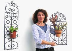 Decorar rejas con macetas de plantas / deco grille with plants http://www.jadur.com/comprar/rejas-de-hierro.jpg