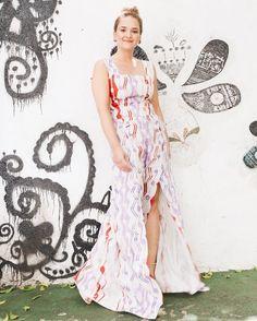 O bom dia de segunda é alegre e supervibrante como a Anna Caldas (@tododiaumprint)  A designer de estampas é a estrela do nosso #shoot especial de Carnaval e bateu um papo com a gente sobre tendências estilo e como mesclar prints like a pro. Anna veste @sissa.brasil via @gallerist  esse e todos os demais looks usados por ela estão na sua matéria no @ilove.e #read e #shop clicando no link da bio  #shoponline #iLoveeCarnaval . . . #moda #style #instamood #picoftheday #estampas #ootd #instaglam…