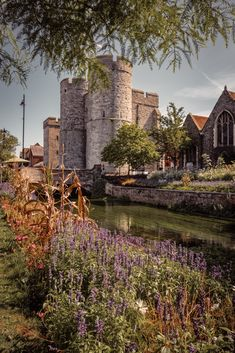 This is the west gate house of the medieval wall surrounding the city of Canterbury. It's the largest surviving medieval gate in England. Travel English, British Travel, England Tourism, Canterbury England, Gate House, Uk Photos, Britain, Europe, City