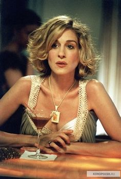 Carrie Bradshaw Short Hair | Sarah Jessica Parker as Carrie Bradshaw's hair #SATC #SexAndTheCity # ...