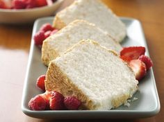 Light and fluffy angel food cakes are delicious at anytime of the year. Whether topped with fresh berries or frosted to perfection, these angel food cakes make a great dessert that everyone will love. Gluten Free Angel Food Cake, Gluten Free Deserts, Gluten Free Sweets, Gluten Free Cakes, Foods With Gluten, Gluten Free Cooking, Gluten Free Sponge Cake, Food Cakes, Patisserie Sans Gluten
