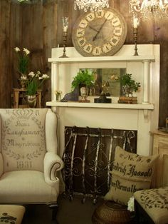 Living room ideas favorite-places-and-spaces Decor, Eclectic Living Room, French Country Decorating, Old Fireplace, Country Decor, European Decor, Farmhouse Fireplace Mantels, Fireplace Mantels, Vintage Decor