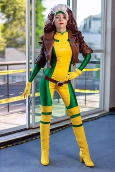 Character: Rogue Version) / From: Marvel Comics X-Men / Cosplay Model: Ryoko-Demon / Photo by Kifir Marvel Cosplay, Anime Cosplay, Gambit Cosplay, Rogue Cosplay, Superhero Cosplay, Best Cosplay, Awesome Cosplay, Female Cosplay, Comic Book Costumes