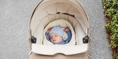 Stokke Crusi Stroller with newborn Carry Cot accessory