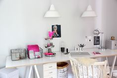 Ohhh...Mhhh | Office space in white, black and pink