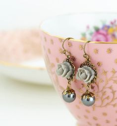 Hey, I found this really awesome Etsy listing at https://www.etsy.com/listing/84215951/flower-earrings-grey-earrings-grey-pearl
