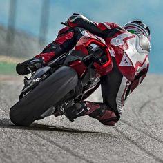 28.5 тыс. отметок «Нравится», 48 комментариев — Ducati Instagram (@ducatistagram) в Instagram: «THE 2018 PANIGALE V4 S Courtesy of: Ducati.com #ducatistagram #panigale #v4s»