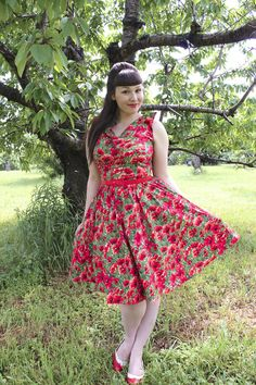 the soubrette brunette: Poppies & Popovers Pin Up Outfits, Fall Outfits, Summer Outfits, 1950s Fashion, Vintage Fashion, Gown Skirt, Retro Dress, Pinup, Rockabilly